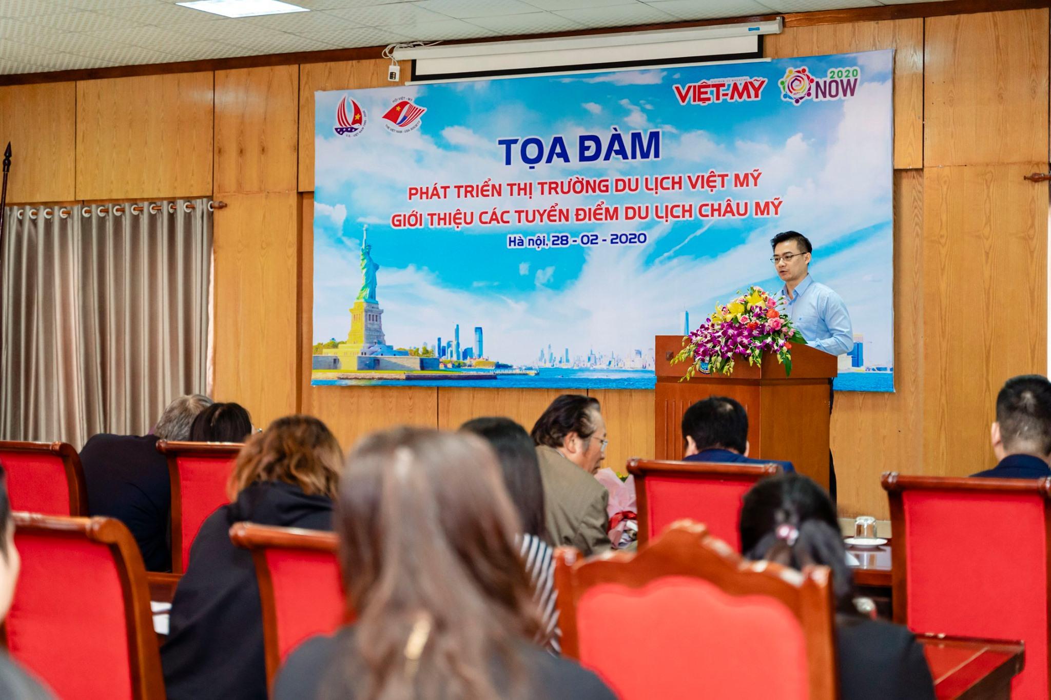Diễn giả phát biểu tại buổi tọa đàm