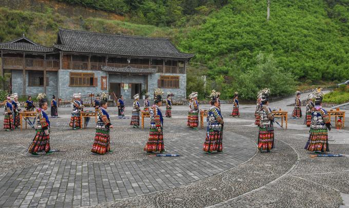 Du lịch Trung Quốc: Làng cổ 1.700 tuổi của dân tộc Miêu